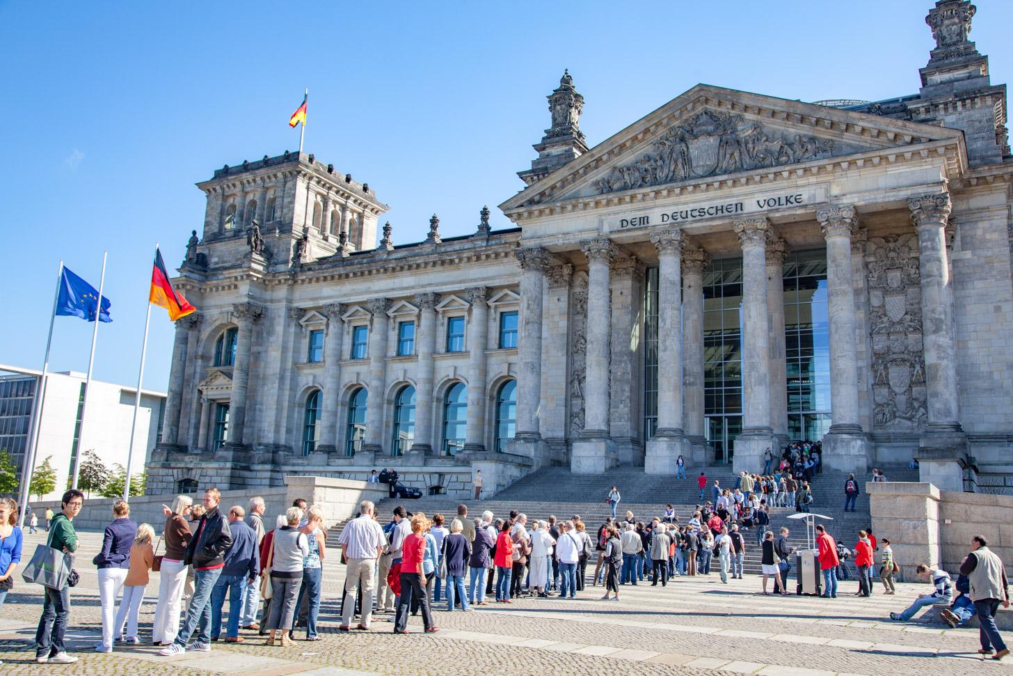 De wachtrij zoals die vroeger voor de Rijksdag voorkwam